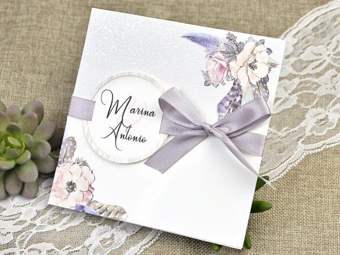 invitatii nunta 39613 crem cu flori si panglica mov